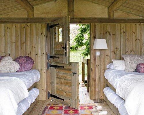 Mini casa r stica junto al bosque - Como decorar una casa rustica ...