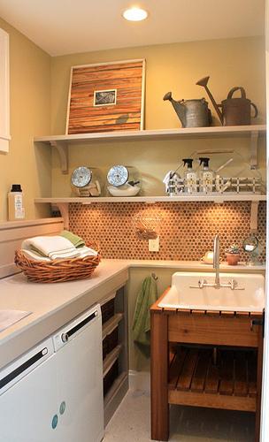 Nueve propuestas para decorar el lavadero for Lavaderos practicos