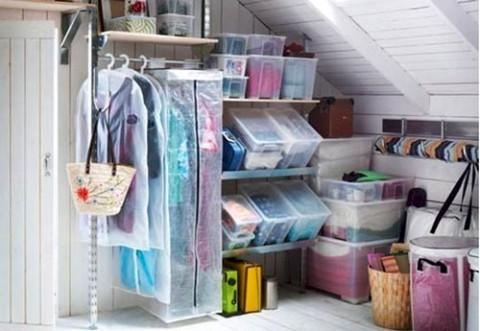 Ordena la ropa sin armarios for Cajas para guardar ropa armario