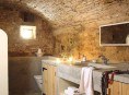 imagen Paredes de piedra en el cuarto de baño