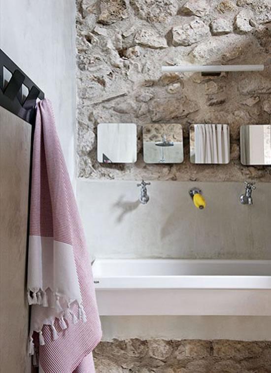 Paredes de piedra en el ba o for Ideas para lavaderos de casas