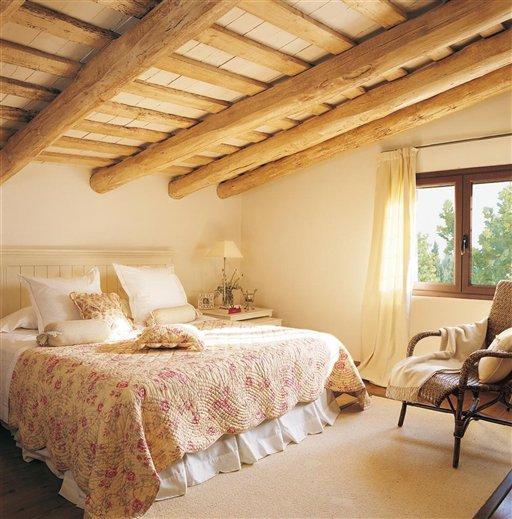Una casa con vigas de madera for Decoracion de habitaciones de matrimonio rusticas