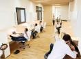imagen Una oficina limpia, moderna y luminosa