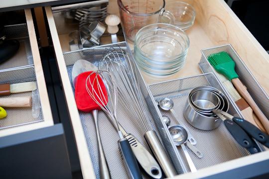 8 ideas para poner orden en la cocina for Organizador utensilios cocina
