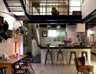 imagen Un loft a doble altura en un espacio industrial
