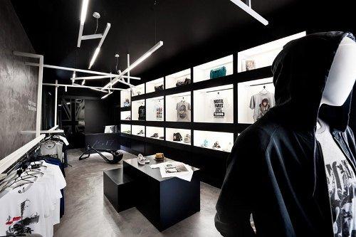 Tienda de ropa con diseño industrial 2