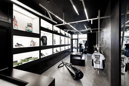 Tienda de ropa con diseño industrial 3