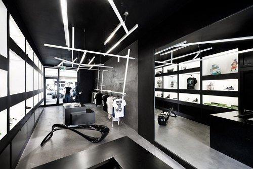 Tienda de ropa con diseño industrial 4