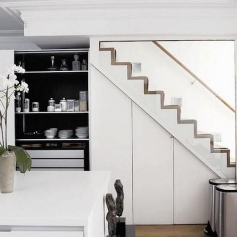 Las escaleras pueden ser multifunci n for Cocinas debajo de las escaleras