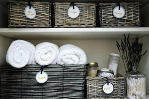 Organiza el ba o con cestas for Como aprovechar una cesta de mimbre