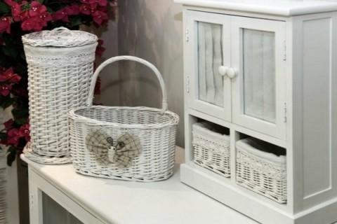 Organiza el ba o con cestas - Como forrar cestas de mimbre ...