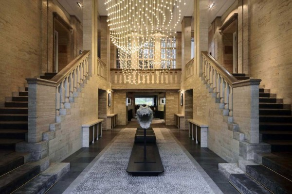 Puro diseño e historia de un hotel en Berlín-02