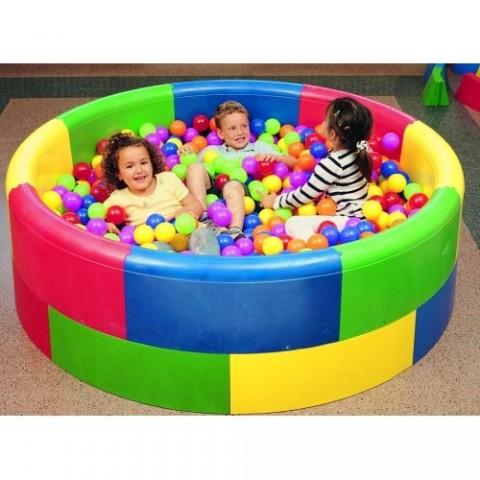 Espacios para juegos infantiles for Bolas piscinas infantiles
