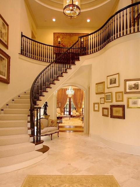 Ideas para un recibidor de lujo for Escaleras de casas de lujo