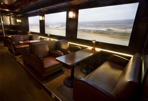 Un restaurante bar al estilo de viejo vagón