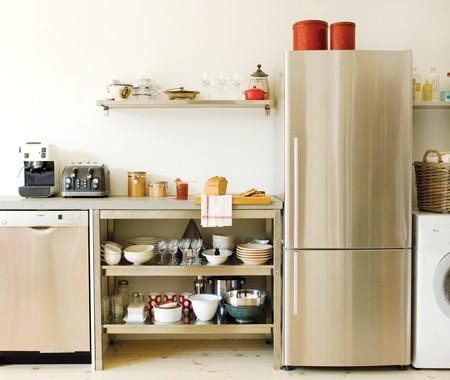 decorar las cocinas con estantes al aire On estante de cocina industrial