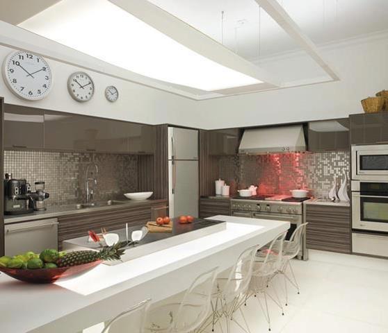 Cocinas modernas con isla central for Cocinas alargadas modernas