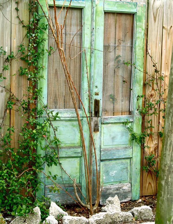 Propuestas decorativas para reutilizar puertas viejas for Puertas recicladas para decorar