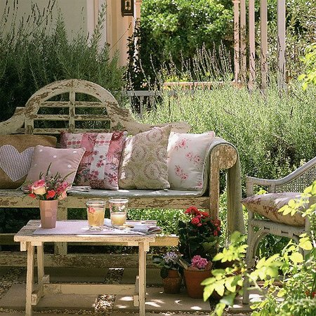 Decoraci n de estilo vintage para jardines for Sofas para jardines exteriores