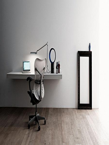 escritorios fijados a la pared