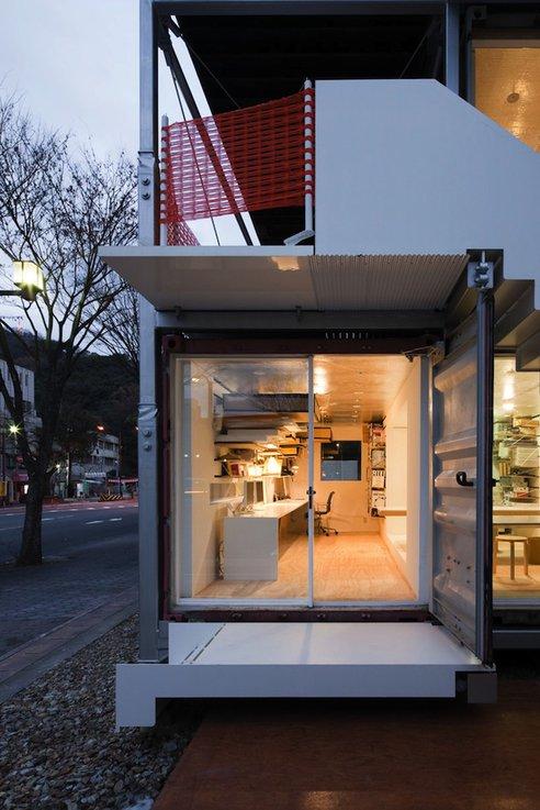 Estudio de arquitectura hecho con contenedores for Practicas estudio arquitectura