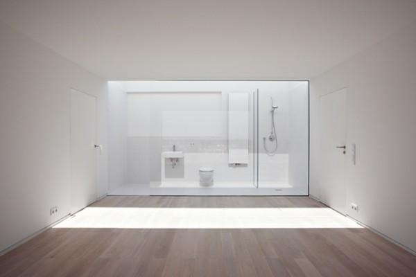 Baño al fondo de la habitación 1
