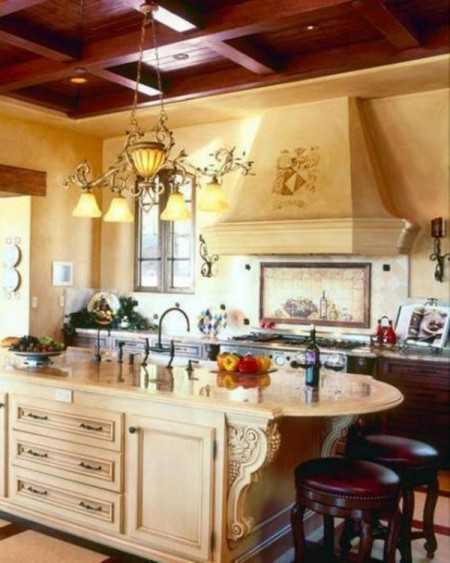 Muebles de madera con ornamentos clásicos y colores pastel sobrios y