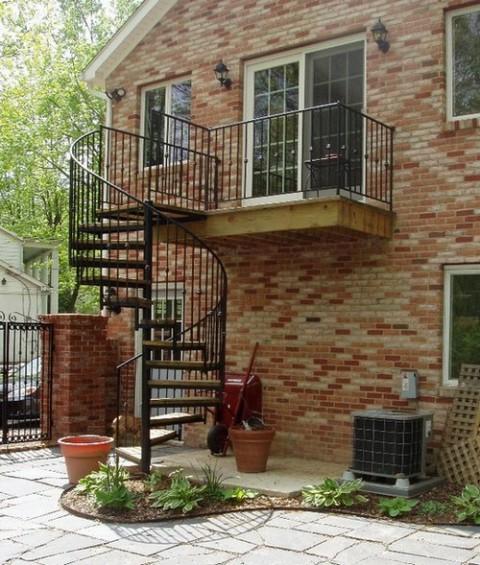 Escalera caracol en viviendas modernas for Escaleras de exterior