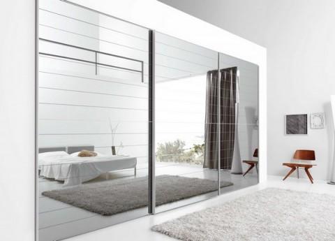 Propuestas para decorar la habitaci n con espejos grandes for Espejo pared completa