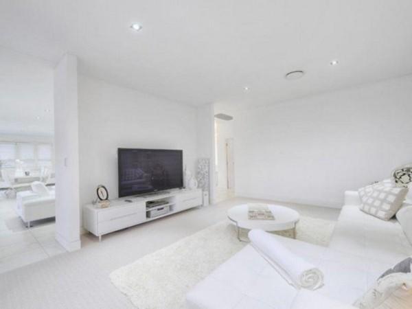 Una casa a puro blanco 8