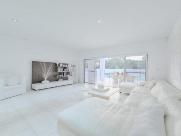 Una casa a puro blanco 9