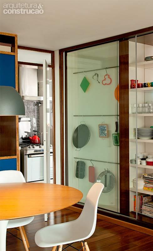 8 ideas de muebles funcionales para espacios peque os for Colgar microondas cocina