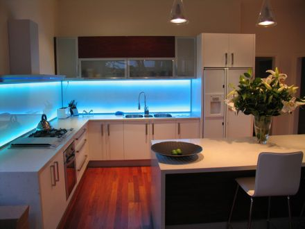 Iluminaci n led para cocinas for Decoracion iluminacion led
