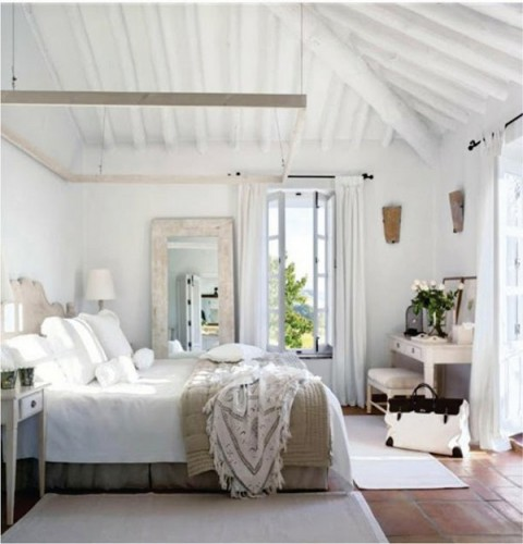 Habitaciones en blanco con detalles en color - Serene traditional cottage in natural theme ...