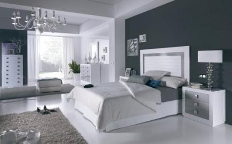 Una casa en blanco y gris plata for Cuartos de bano en blanco y gris
