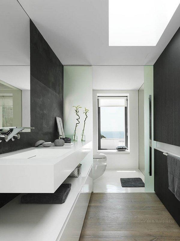 Una casa en blanco y gris plata for Casas decoradas en blanco y gris
