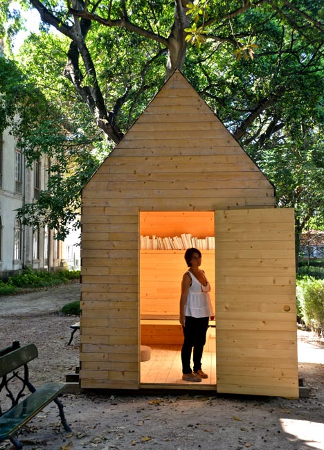 Proyecto de biblioteca para lectores solitarios for How much does it cost to build a cottage