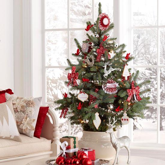 27 inspiradoras ideas para el rbol de navidad for Ar 15 decorations