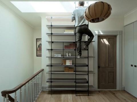 Una librer a de dise o con forma de escalera for Armario escalera
