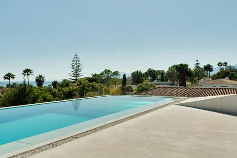 La piscina como parte de la casa 6