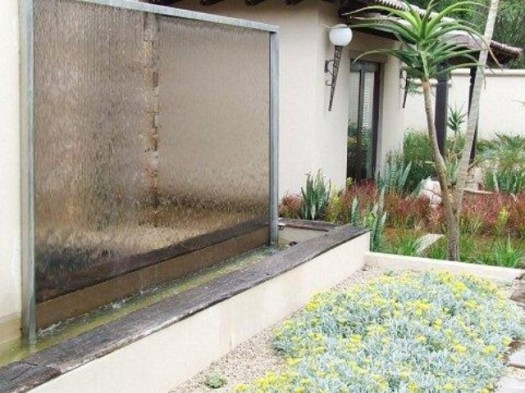 9 espectaculares muros de agua para exterior for Cascada exterior