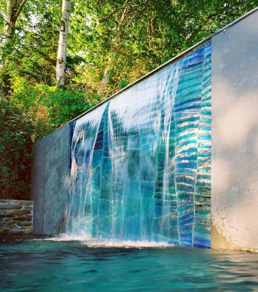 9 espectaculares muros de agua para exterior for Motor para cascada de agua