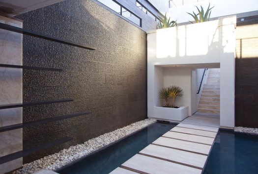 9 espectaculares muros de agua para exterior for Cascadas de agua para interiores