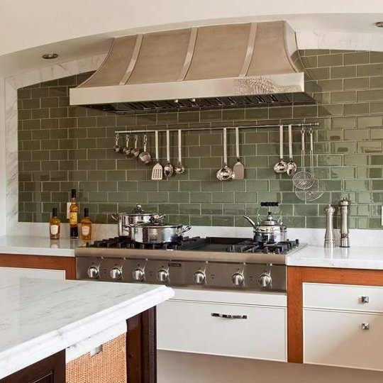 Azulejos estilo metro para darle un toque especial a tu cocina for Pintura para baldosas cocina