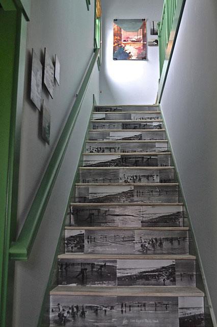 9 consejos decorativos para casas peque as for Escaleras interiores de casas pequenas
