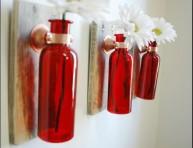 imagen Decoraciones florales en frascos de color