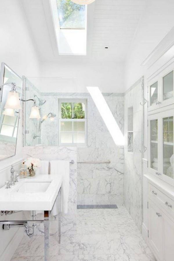 El mármol en el cuarto de baño
