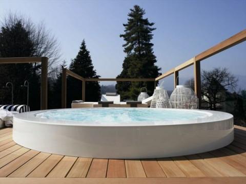 piscinas y jacuzzis urbanos para terrazas. Black Bedroom Furniture Sets. Home Design Ideas