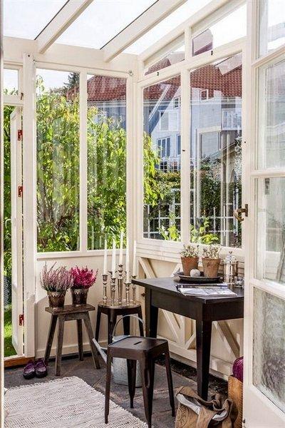 Una galer a de exterior de estilo vintage - Decorar porche pequeno ...