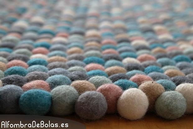 Alfombras de bolas un infaltable en la decoraci n for Que son las alfombras